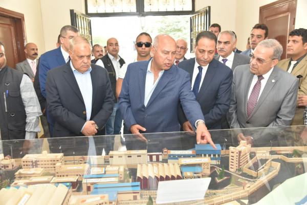 زيارة وزير النقل وسفير المجر لمصنع مهمات السكك الحديدية (سيماف)