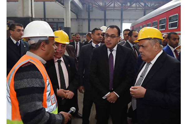 مدبولى من مصنع سيماف مستعدون لاستيعاب منتجات المصنع ضمن منظومة النقل