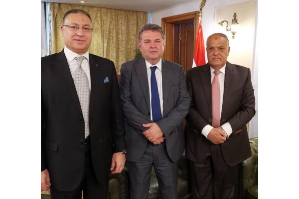 اتفاق مبدئي  مع  قطاع الأعمال  للتعاون  في إنتاج الاطارات