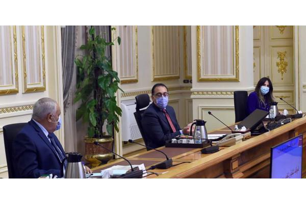 """رئيس الوزراء يُتابع الموقف التنفيذي لتطوير مصنع """"سيماف"""""""
