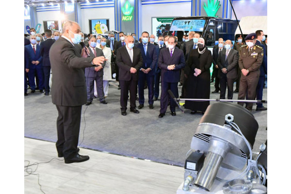 الرئيس يفتتح معرض تكنولوجيا تحويل وإحلال المركبات للعمل بالطاقة النظيفة