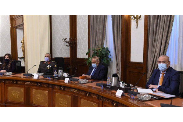 The Prime Minister chairs the meeting of the Main Committee of the Egyptian Villages Development Project