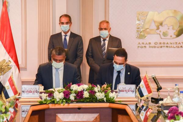 وزير الإتصالات  ورئيس  العربية للتصنيع يشهدان  توقيع اتفاقية تعاون للتحول الرقمي