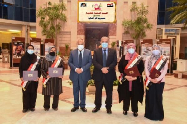 رئيس الهيئة العربية للتصنيع يكرم الأمهات المثاليات  بالعربية للتصنيع لعام 2021