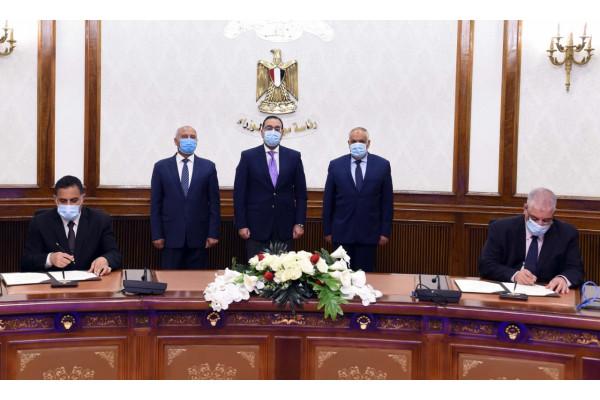 رئيس الوزراء يشهد توقيع اتفاقية عقد تصنيع وتوريد ١٠٠٠ عربة سكة حديد بضائع بين وزارة النقل والهيئة العربية للتصنيع