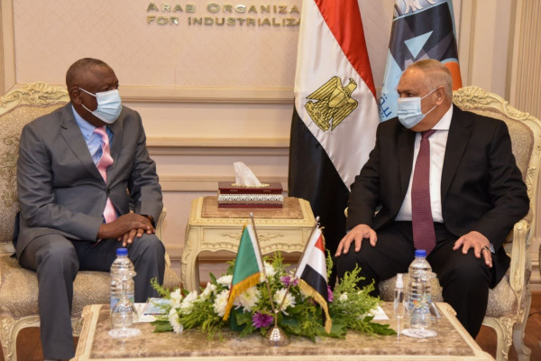 The Arab Organization for Industrialization receives the Zambian National Service Leader