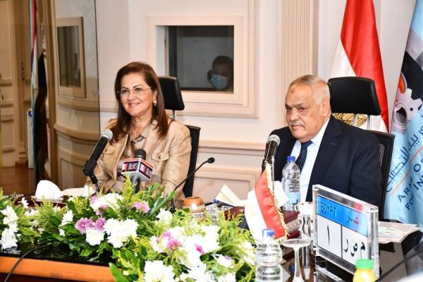 وزيرة التخطيط تلتقي رئيس الهيئة العربية للتصنيع لبحث طرق الإستخدام الأمثل للطاقات التصنيعية المتطورة بالهيئة