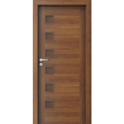 أبواب غرفة فندقية